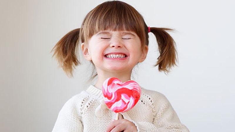 Chiêm bao mơ thấy ăn kẹo bắt số gì chuẩn? Báo hiệu điều gì?