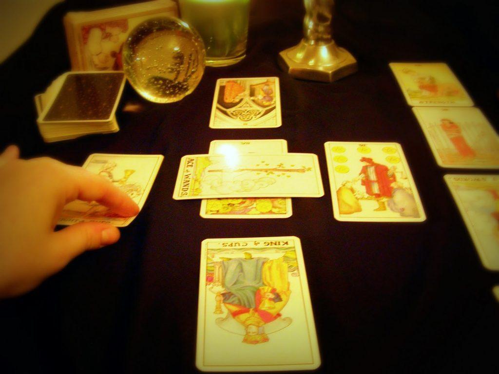 Bói bài Tarot: Quý nhân của bạn năm 2021 là ai?