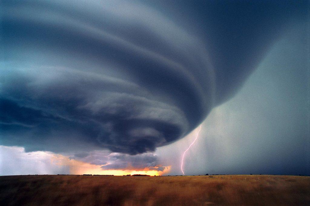 Mơ thấy lốc xoáy là điềm báo tốt hay xấu? Nên đánh lô đề con gì?